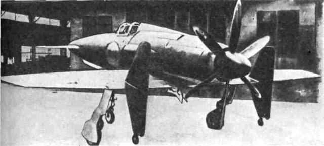 Построенный в 1945 г. японский самолет 'Шинден' фирмы 'Кюсю' был спроектирован под реактивный двигатель, но из-за его отсутствия оснащался поршневым двигателем с уникальным шестилопастным винтом. Основные данные: размах крыла 11,1 м; взлетная масса 4923 кг; максимальная скорость 750,3 км/ч.