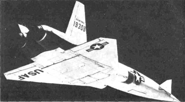 Экспериментальная ракета Х-10 фирмы 'Норт  Америкен' имела разваленное двухкилевое вертикальное оперение, которое почти на 20 лет опередило свое время.