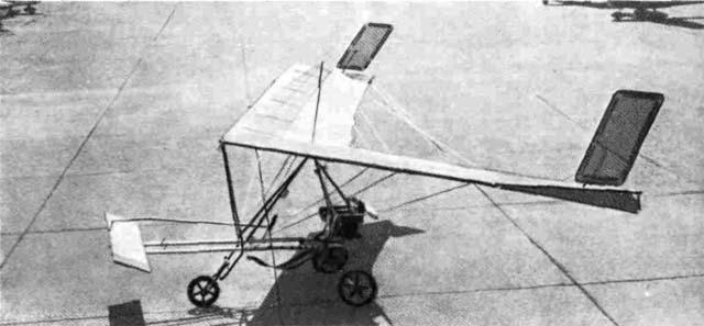 'Птеродактиль Пи-Тревеллер' является хорошим примером модификации бесхвостового балансирного планера в оснащенный силовой установкой самолет. Непрофилированное ПГ добавлено для улучшения управляемости самолета.